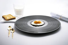 Voedselmuziek en ontbijt vinylei Stock Foto
