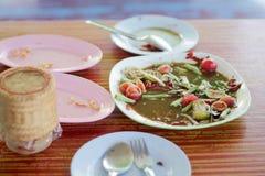 Voedselschroot op de lijst wordt geplaatst die royalty-vrije stock fotografie