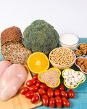 Voedzame ingredi?nten en producten die vitamine B3 pp, niacine en andere natuurlijke mineralen, concept bevatten gezonde levensst stock foto