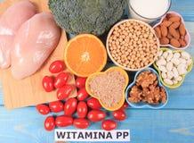Voedzame ingredi?nten en producten die vitamine B3 pp, niacine en andere natuurlijke mineralen, concept bevatten gezonde levensst royalty-vrije stock foto's