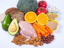Voedzame producten die vitamine B3 pp, niacine en andere natuurlijke mineralen, concept bevatten gezonde voeding Witte achtergron royalty-vrije stock foto's