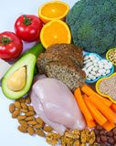 Voedzame producten die vitamine B3 pp, niacine en andere natuurlijke mineralen, concept bevatten gezonde voeding Witte achtergron royalty-vrije stock afbeelding