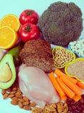 Voedzame producten die vitamine B3 pp, niacine en andere natuurlijke mineralen, concept bevatten gezonde voeding Witte achtergron royalty-vrije stock foto