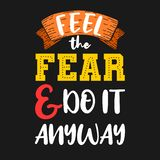 Voel de vrees en doe hoe dan ook het Premie motievencitaat Typografiecitaat Vectorcitaat met zwarte achtergrond vector illustratie