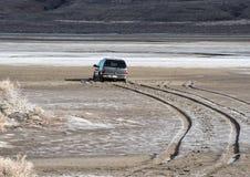 Voertuig op playa wordt geplakt die stock foto's