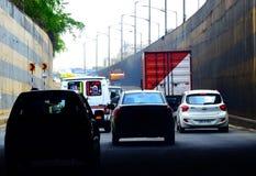 Voertuigen op de straten in Bangalore, India royalty-vrije stock fotografie