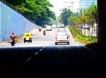 Voertuigen op de straten in Chennai, India royalty-vrije stock afbeelding