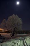 Voet brug bij nacht. Suzdal, Rusland. Stock Foto