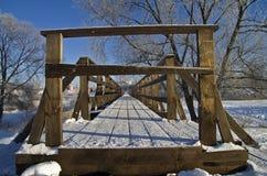 Voet brug in Suzdal, Rusland. Stock Fotografie