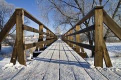 Voet brug in Suzdal, Rusland. Stock Foto's
