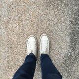 Voet en benen hierboven wordt gezien die van Selfie Royalty-vrije Stock Foto's