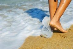 Voet en zand stock foto's
