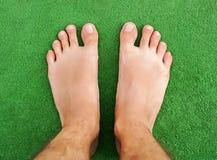 Voet op groen gras Stock Afbeelding