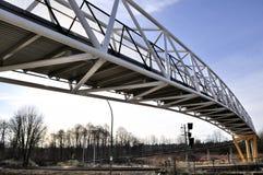 Voet viaduct op achtergrond van blauwe hemel Royalty-vrije Stock Afbeeldingen