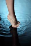 Voet in water Royalty-vrije Stock Foto's