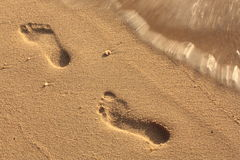 Voetafdruk in het zand Stock Afbeeldingen