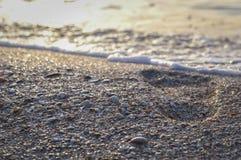 Voetafdruk op het overzeese strand Royalty-vrije Stock Fotografie