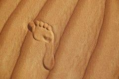 Voetafdruk op zand van woestijn royalty-vrije stock afbeeldingen