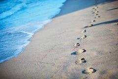 Voetafdrukken in het zand Stock Afbeelding