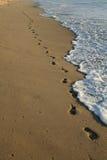 Voetafdrukken op het strand Royalty-vrije Stock Afbeeldingen