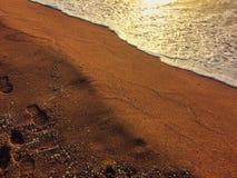 Voetafdrukken op het strand Stock Afbeelding
