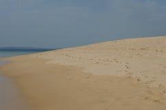 Voetafdrukken op het zand dichtbij Porto Covo, Portugal Royalty-vrije Stock Afbeelding