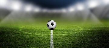 Voetbal in Arena met schijnwerpers stock fotografie