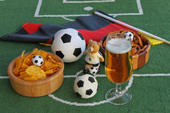 Voetbal, bier en spaanders Royalty-vrije Stock Afbeeldingen