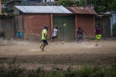 voetbal in de straten royalty-vrije stock fotografie