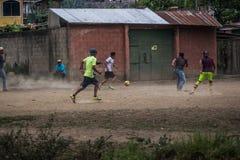 voetbal in de straten royalty-vrije stock foto