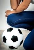 Voetbal en been Stock Afbeeldingen