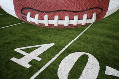 Voetbal en gebied royalty-vrije stock fotografie