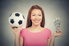 Voetbal en geld stock afbeeldingen