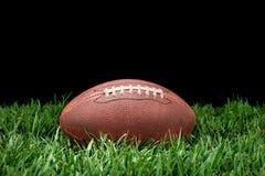 Voetbal in gras Stock Afbeelding