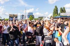 Voetbal het Openbare Bekijken tijdens Kiel Week 2016, Kiel, Duitsland Stock Afbeelding