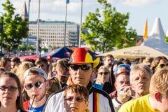 Voetbal het Openbare Bekijken tijdens Kiel Week 2016, Kiel, Duitsland Royalty-vrije Stock Foto