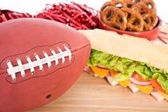 Voetbal met Gameday-Snacks stock afbeelding