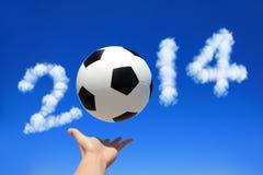 Voetbal met hemel Royalty-vrije Stock Foto's