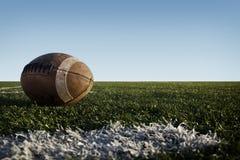 Voetbal op Gebied royalty-vrije stock afbeeldingen