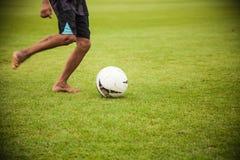 Voetbal op gras Stock Foto