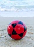 voetbal op strand voor Voetbalsport Royalty-vrije Stock Afbeelding