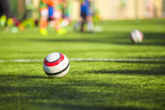Voetbal opleiding voor kinderen Stock Foto's