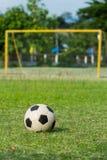 Voetbal (socer) en doel Stock Afbeelding