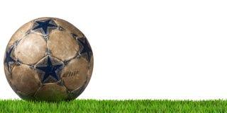 Voetbal - Voetbalbal met Groen Gras Stock Afbeeldingen