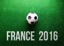 Voetbalbal en het teken van Frankrijk 2016, studioschot Stock Afbeeldingen
