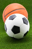 Voetbalbal met basketbal stock fotografie