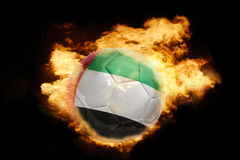 Voetbalbal met de vlag van verenigde Arabische emiraten op brand Stock Fotografie