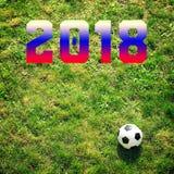 Voetbalbal op gras, 2018 Stock Afbeeldingen