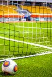 Voetbalbal op het voetbalgebied Stock Afbeelding