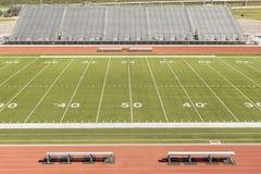 Voetbalgebied bij de 50 yard lijn royalty-vrije stock foto